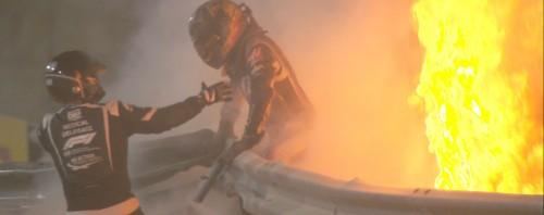 Τρόμος στο Μπαχρέιν: Ο Grosjean βγήκε ζωντανός από το φλεγόμενο και κομμένο στα δύο μονοθέσιό του (video)