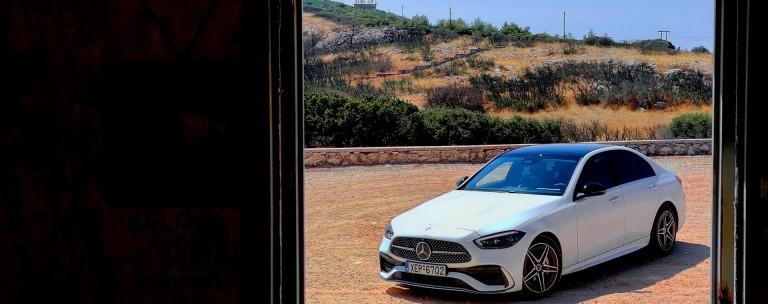 """Δοκιμάζουμε τη νέα Mercedes-Benz C 200 με τον """"ήπια υβριδικό"""" 1.5 Turbo των 204 ίππων"""