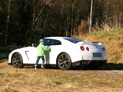 5 year old drives Nissan GT-R