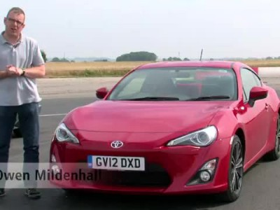 Toyota AE86 vs GT 86 review - Auto Express