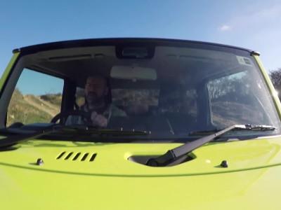 Suzuki Jimny αντιμετωπίζει ένα Toyota Land Cruiser