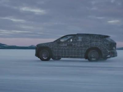 Τα τρία νέα ηλεκτρικά της BMW μαζί σε δοκιμές