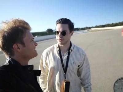 O Nico Rosberg «τσιτώνει» δύο Tesla