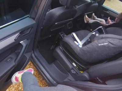 Βάζοντας τα παιδιά στο αυτοκίνητο - Seat