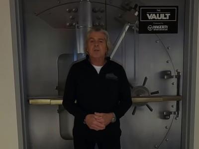 Ξενάγηση στο μουσείο Vault με τα 250 σπάνια αυτοκίνητα
