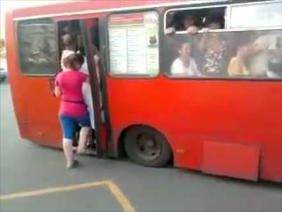 Υπερφορτωμένο λεωφορείο στη Ρωσία